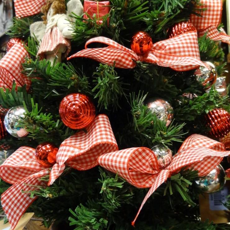 Pequenas árvores de Natal na Artenossa e blog Detalhes Magicos