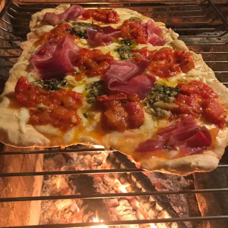 domingo-relax-pizza-na-churrasqueira